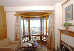 Spacious Rooms with Great View - The Cedar Inn Darjeeling